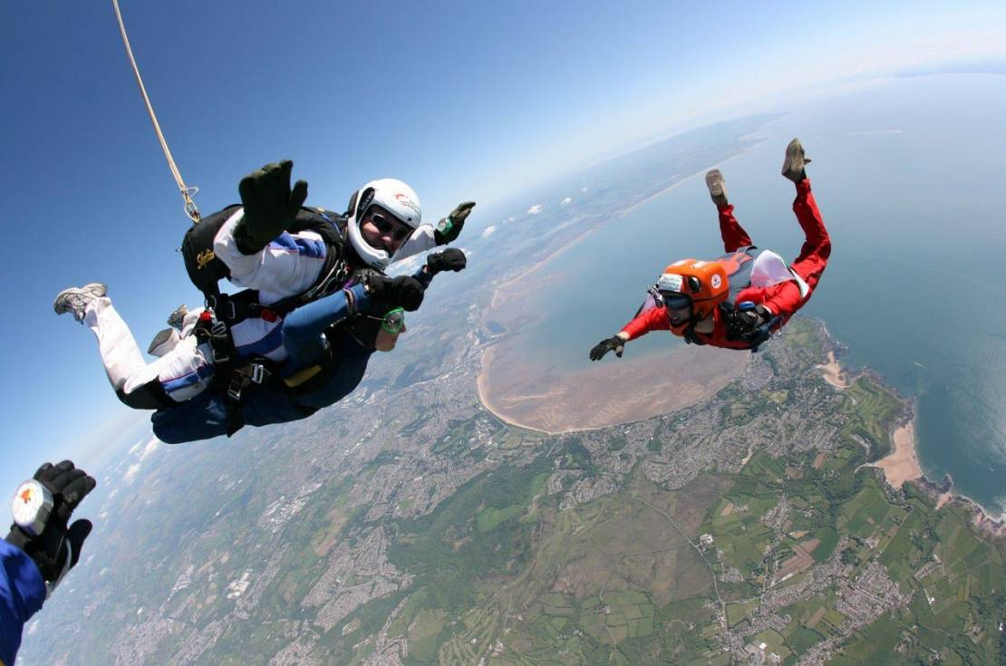 When-sky-diving-in-Rio-you-will-have-the-rare-opportunity-of-seeing-everything